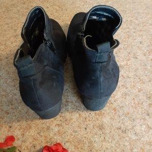 Avenue Shoes - AVENUE BLACK SUEDE BOOTIES